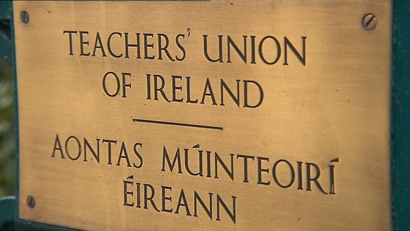 Aontas Múinteoirí Éireann agus Cumann Meánmhúinteoirí Éireann le machnamh a dhéanamh ar dhátaí agus cur chuige nuafhógartha Ardteiste