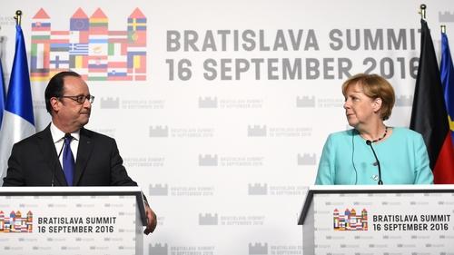 French President Francois Hollande (L) and German Chancellor Angela Merkel vow to make EU a 'success'