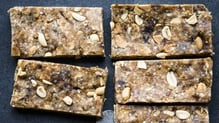 Quinola is an uber tasty, nutritious super-grain that can be used in a huge range of recipes. This week the people at Quinola are showing us how to make Peanut Butter Granola Bars!