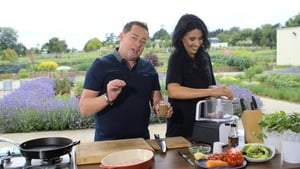 Every Monday on the Today Show with Maura and Daithi, Neven Maguire will focus on food for woman planning to get pregnant. This week we're looking at his pre-pregnancy Crunchy Vietnamese Chicken Salad!