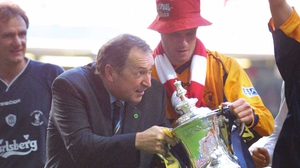 Gerard Houllier and Jamie Carragher with the 2001 FA Cup