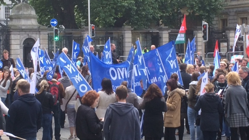 Nursing unions outside the Dáil