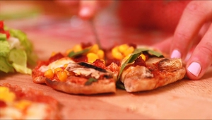 This week Molly Makes super speedy pitta pizzas!