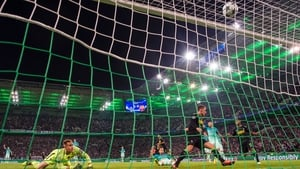 Thorgen Hazard gives Monchengladbach the lead against Barcelona