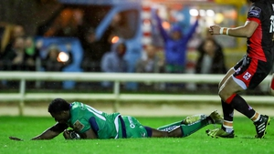 Connacht's Niyi Adeolokun scores his side's first try