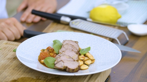 Every Monday on the Today with Maura and Daithi, Neven Maguire will focus on food specifically for women who are becoming mothers. This week we're looking at his Seared Lamb Fillet with Mediterranean Butter Bean Strew for pregnant mothers!