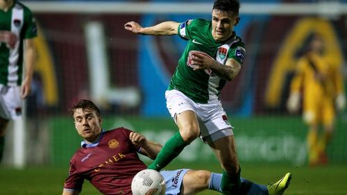 Gavan Holahan gets away from Vinny Faherty