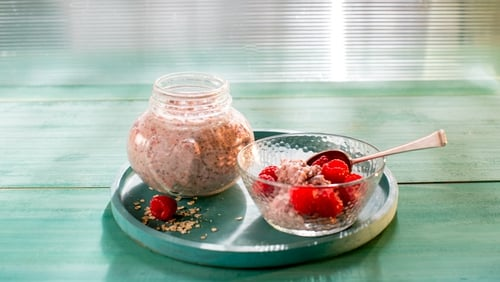 It's National #PorridgeWeek so to celebrate this tasty event we're sharing dietitian Aveen Bannon's deliciously healthy recipes. This overnight oats is a must!