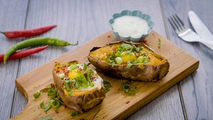 Oh my, we are drooling over these sweet potato baked eggs with chilli and spring onion. Brunch sorted!