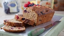 To celebrate National Porridge Week we're trying out Aveen Bannon's banana and berry oaty bread. Perfect for the weekend!