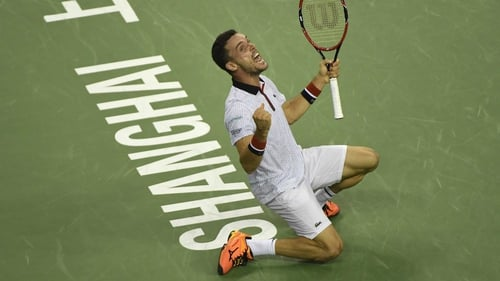 Djokovic stunned by Bautista Agut, Murray eases through