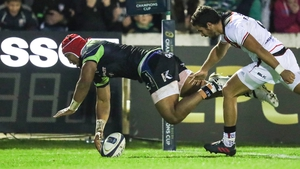 Bundee Aki scores Connacht's third try