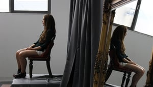 Model and author Roz Purcell poses for her portrait on this week's Painting The Nation.