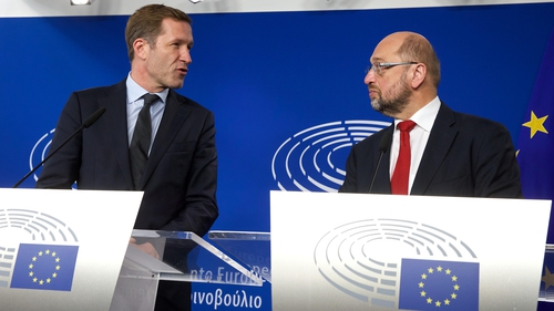 Paul Magnette and Martin Schulz are to hold talks this morning