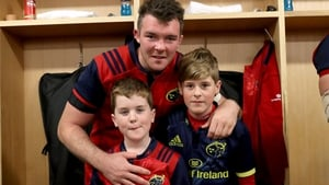 Munster's Peter O'Mahony with Anthony Foley's sons Tony (r) and Dan
