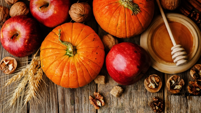 This healthy and delicious Pumpkin and Apple Soup is the ideal meal for warming up on a cold October evening!