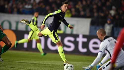 Arsenal advances in Champs League with win