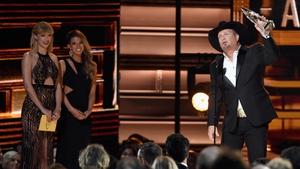 Garth Brooks accepts his award