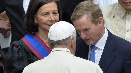 Enda Kenny speaks to Pope Francis at the canonisation of Popes John XIII and John Paul II in 2014
