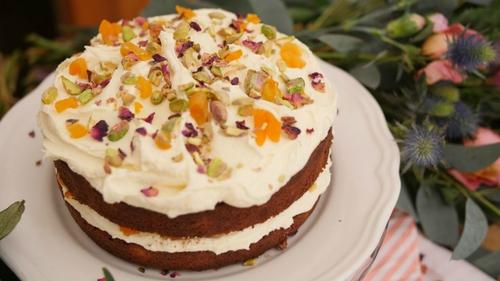 Eva Lawes' Pistachio and Apricot Cake
