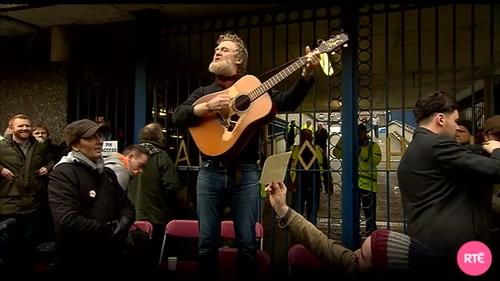 Glen Hansard performing at Apollo House