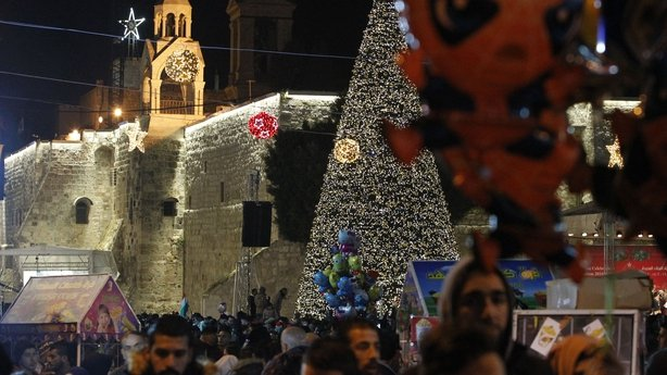 Pope urges compassion for children at Christmas