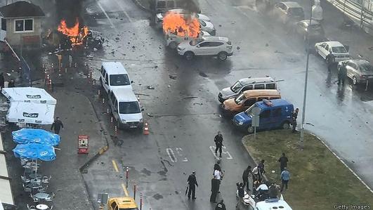Two terrorist manhunts under way in Turkey