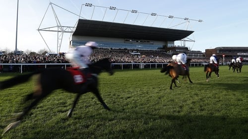 Racing will resume at Kempton on Wednesday