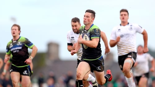 John Cooney breaks free to score Connacht's second try