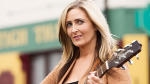 On Ros na Rún, a major music star is interested in Bobbi Lee's talent - but will it lead to real success?