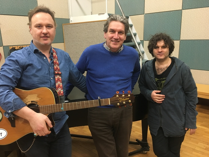 Paddy Casey and Mundy in session