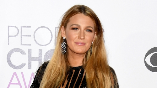 Awards season is in full swing and last night the People's Choice Awards (PCAs) took place at the Microsoft Theatre in Los Angeles. Jennifer Lopez and Blake Lively stole the spotlight at the red carpet and there were a few other gems. Check out the galler