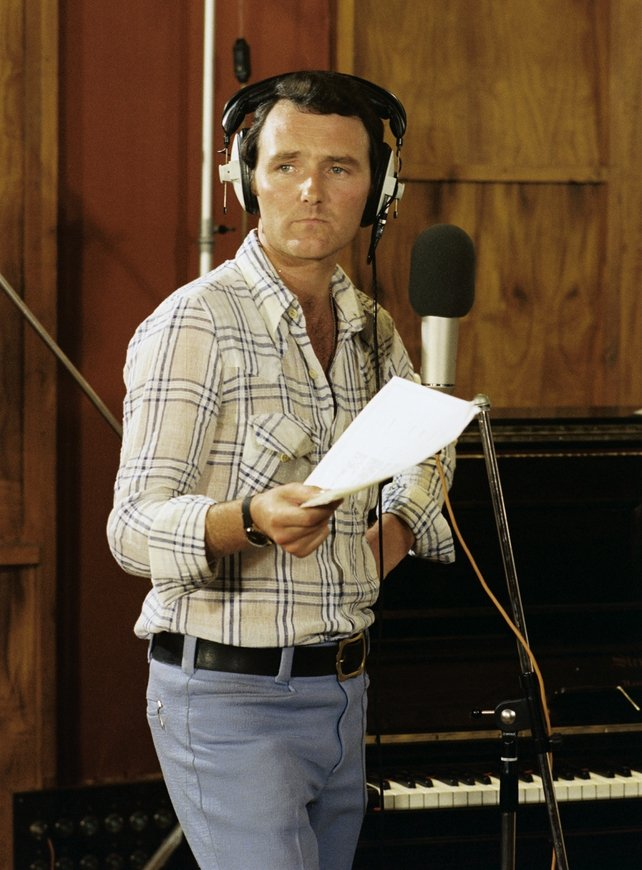 Mike Murphy in Release Records recording studios (1977)