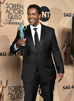 Denzel Washington looked very dapper with his award for Outstanding Performance by a Male Actor in a Leading Role for 'Fences'.