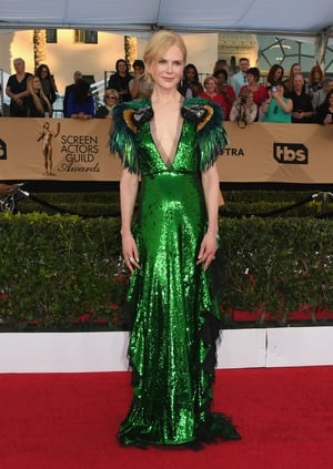 Nicole Kidman stood out in this Gucci emerald sparkler.