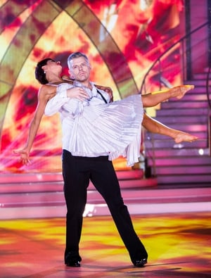 Week 4: Des Bishop as you've never seen him! Last night the funny man transformed into 007 as he caught his Bond Girl mid-air in some impressive dance moves.