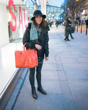 Hannah Partis-Jennings: A huge red bag and floppy hat put Hannah in our style books!