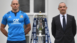 Italy captain Sergio Parisse (L) and coach Conor O'Shea pose with the Six Nations Trophy