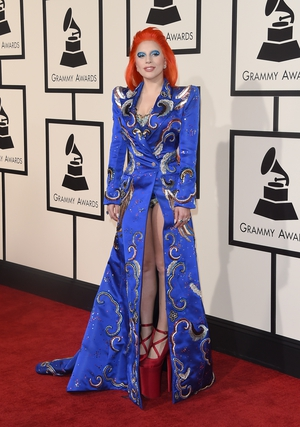 3. The singer wore a Bowie-inspired Marc Jacobs dress to the 2016 Grammy Awards as a tribute to the pop icon.