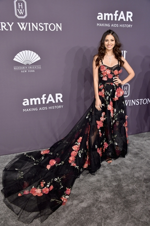 Actress and singer Victoria Justice's dress is beautiful and check out that Harry Winston jewellery.