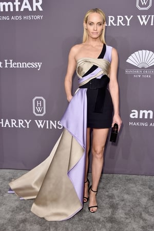 Actress Amber Valletta made a statement with this Atelier Versace number.