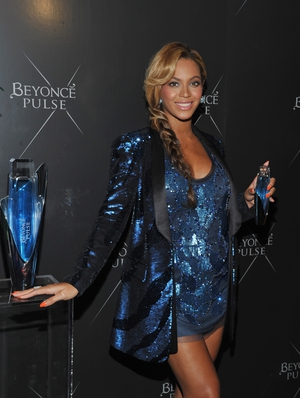 Again and always in Roberto Cavalli in a blue (!) sequined dress and blazer combo for the Beyonce Pulse Fragrance Launch in 2011.
