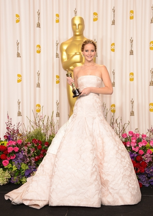 At the top of her career, Jennifer won the Best Actress award for 'Silver Linings Playbook' in 2013. She definitely looks like a super star in this structured white Dior gown.