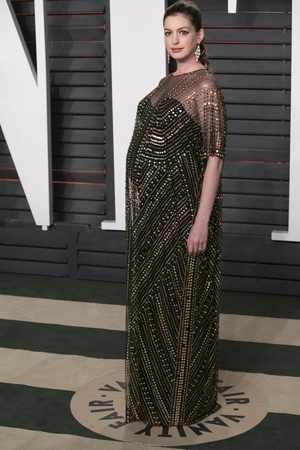Anne is giving us Cleopatra vibes in this Naeem Khan black and gold dress and dramatic eye-liner. She looks radiant while pregnant at the 2016 Vanity Fair Oscar Party.