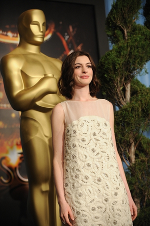 Natural and pretty, Anne Hathaway in a Chloe dress at the Oscars Nominees Luncheon in 2009.