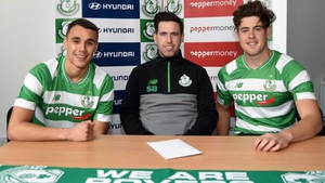 Graham Burke (left) and Sam Bone (right) pose with manager Stephen Bradley after signing for the Hoops