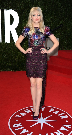 Taking risks with this Chanel Haute Couture train dress at the Vanity Fair Oscar Party 2011 but Emma can wear anything and look gorgeous! We love her originality!