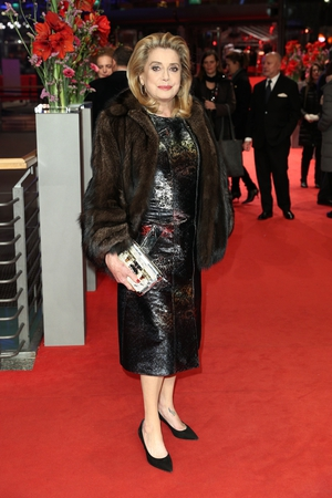 French icon Catherine Deneuve in fur coat and shiny dress for 'The Midwife' Premiere. An eternal beauty.