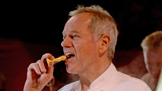 Chef Wolfgang Puck does a final taste test on the Oscars statuette!