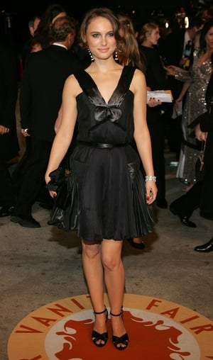 Keeping things simple in a black bow dress at the 2007 Vanity Fair Oscar Party!